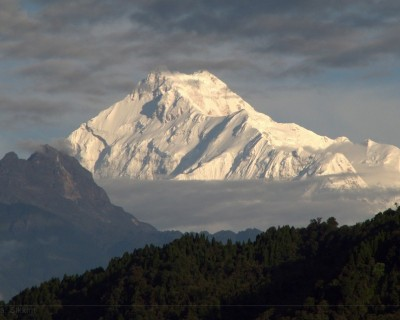 Where is Kanchenjunga Mountain located