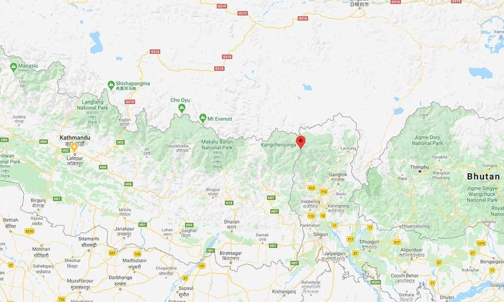 mount kanchenjunga location